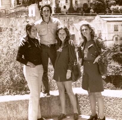 Em Cascais (Portugal), da esquerda para a direita, Fernanda, Paulinho, eu e Gilda
